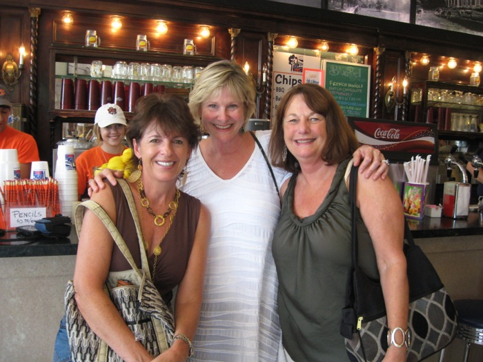 Toomer's Drugs with Joanne, Pam & Kathy photo by Kathy Miller