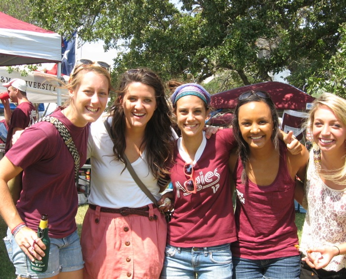 Aggie girls photo by Kathy Miller