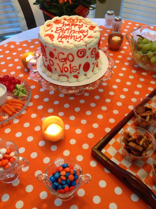 Beautiful cake with Go Vols from Magpies, Knoxville, Tennessee photo by Kathy Miller