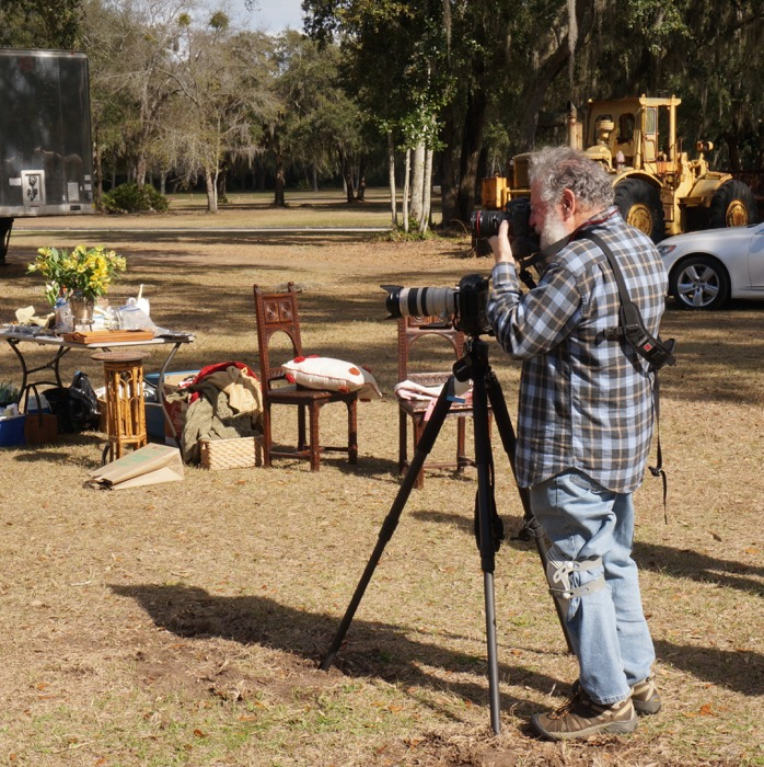 Steve Leimberg photographing A Picnic In The Grasss photo by Kathy Miller