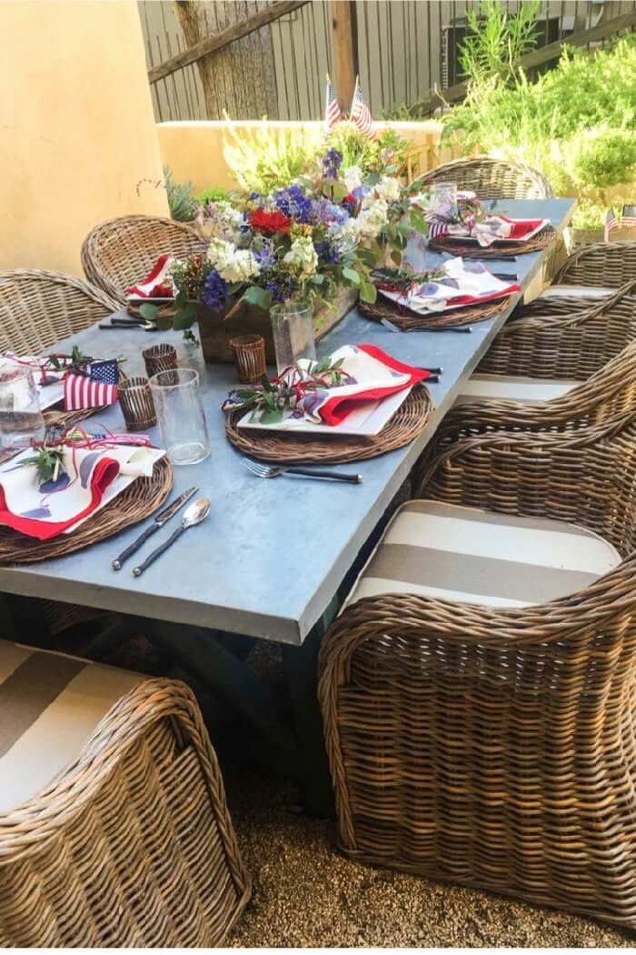 Patriotic table setting in the garden photo Cindy Hattersley