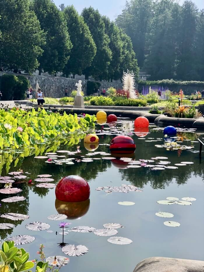 Niijima Floats 2018-Chihuly at Biltmore photo by Kathy Miller