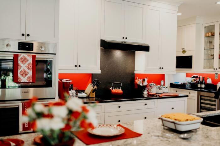 Lib Schuler kitchen photo by Page Tehan