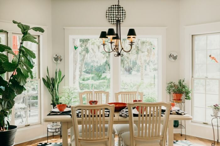 Lib Schuler dinner table setting photo by Page Tehan